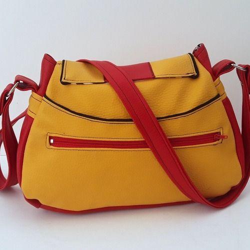 aad1d79589 Sac bandouliere fermoir cartable en simili cuir jaune et rouge + tissus  motif chats