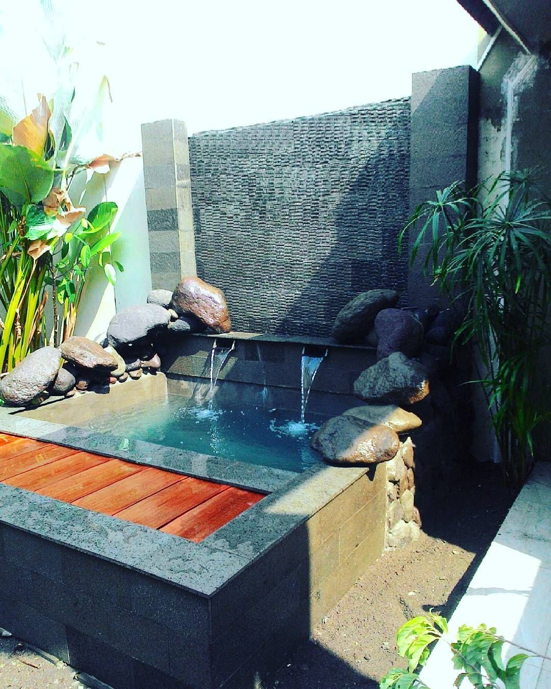 Taman Depan Rumah Minimalis Lahan Sempit Dengan Kolam