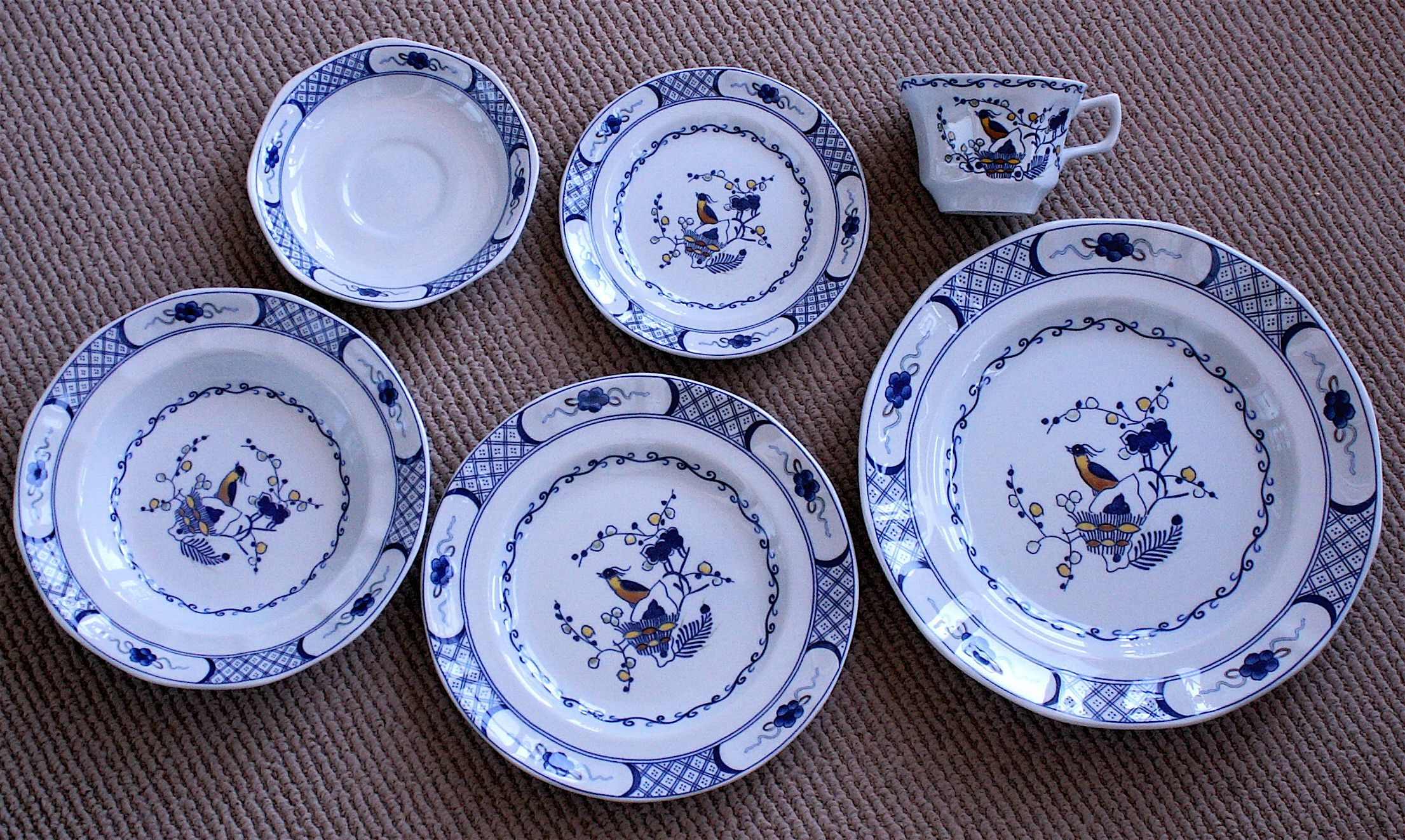Six piece Wedgwood Volendam place settings 12 settings available Pattern discontinued in 1987 Excellent condition! & Six piece Wedgwood Volendam place settings 12 settings available ...