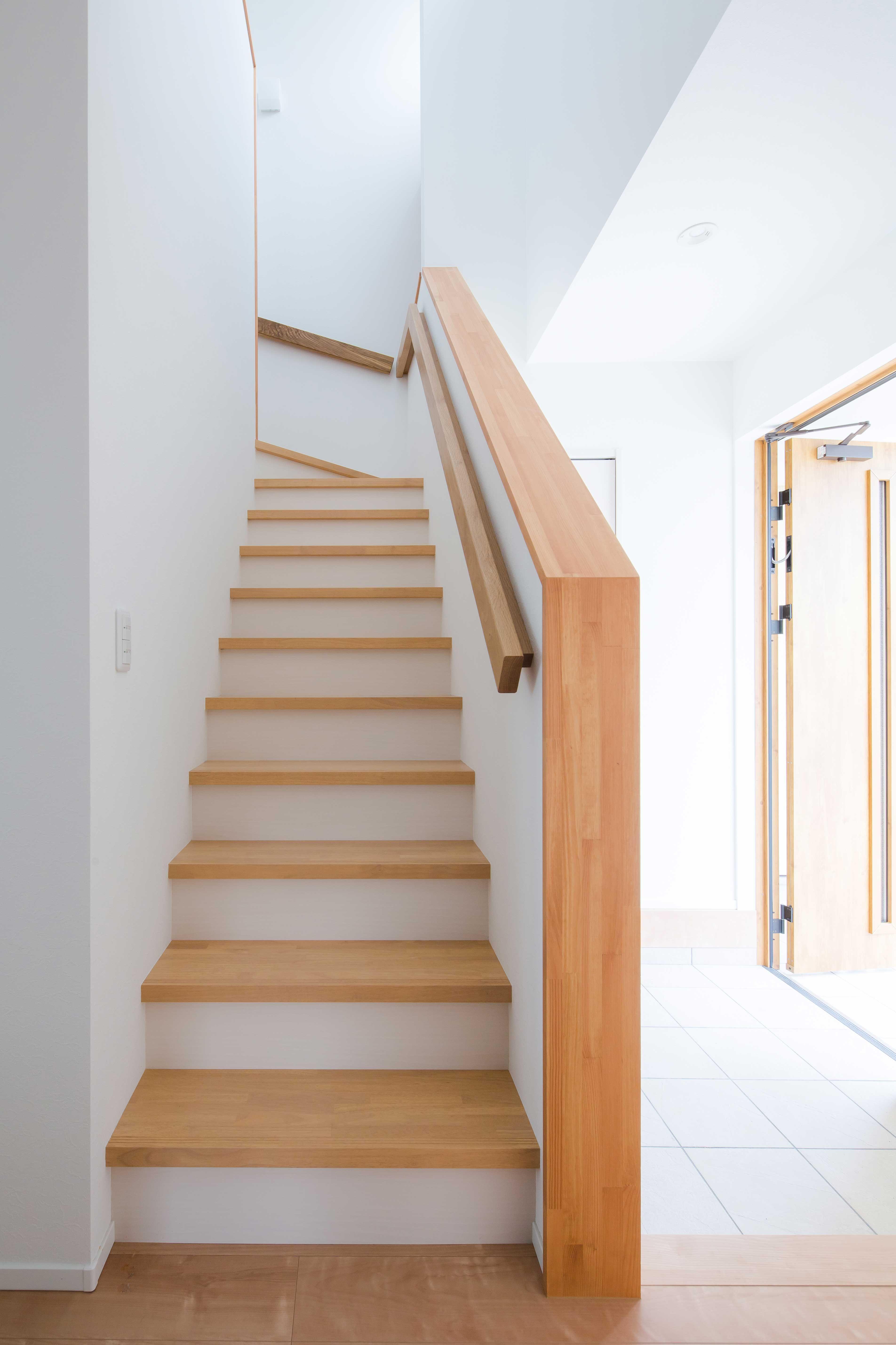 ナチュラルな木のぬくもりが伝わる階段 ルポハウス 設計事務所 工務