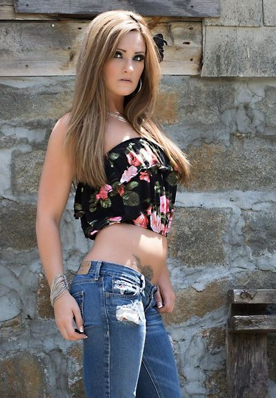 Amanda Ashlie is a model from Boston, MA with a natural talent for print  modeling