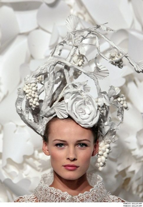 628d598925d Amazing paper headpieces by Japanese hairstylist Katsuya Kamo for the Chanel  Couture show