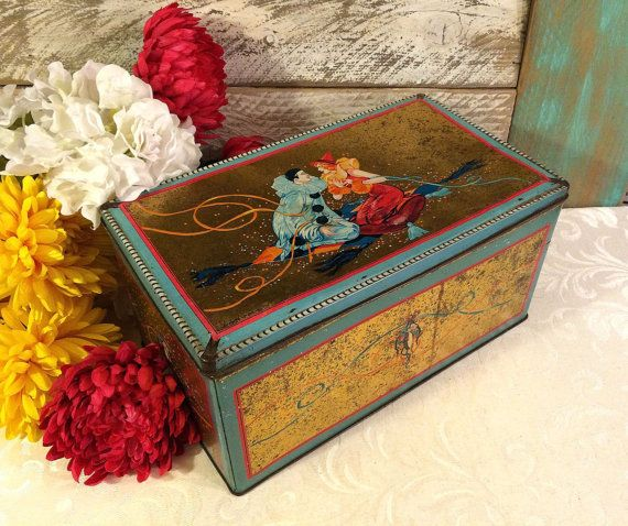 Huge 1920s Pierrot Tin Box Metallic Gold Streamers di tinprincess