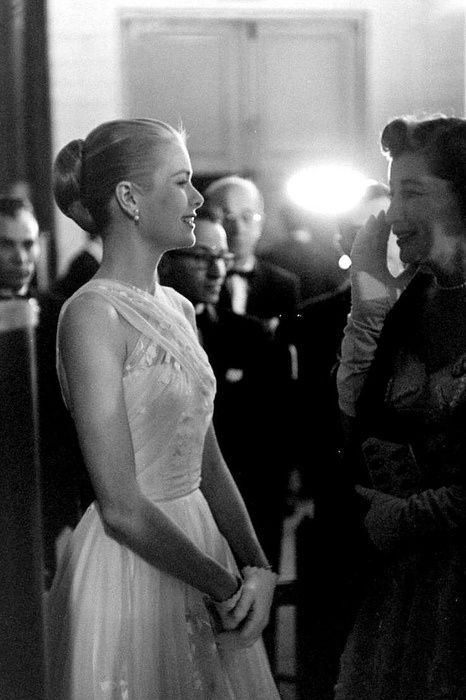classichollywoodcentral: Grace Kelly at the Oscars