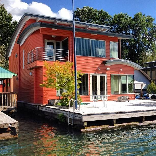 Willamette River Many People Live In Houseboats On The