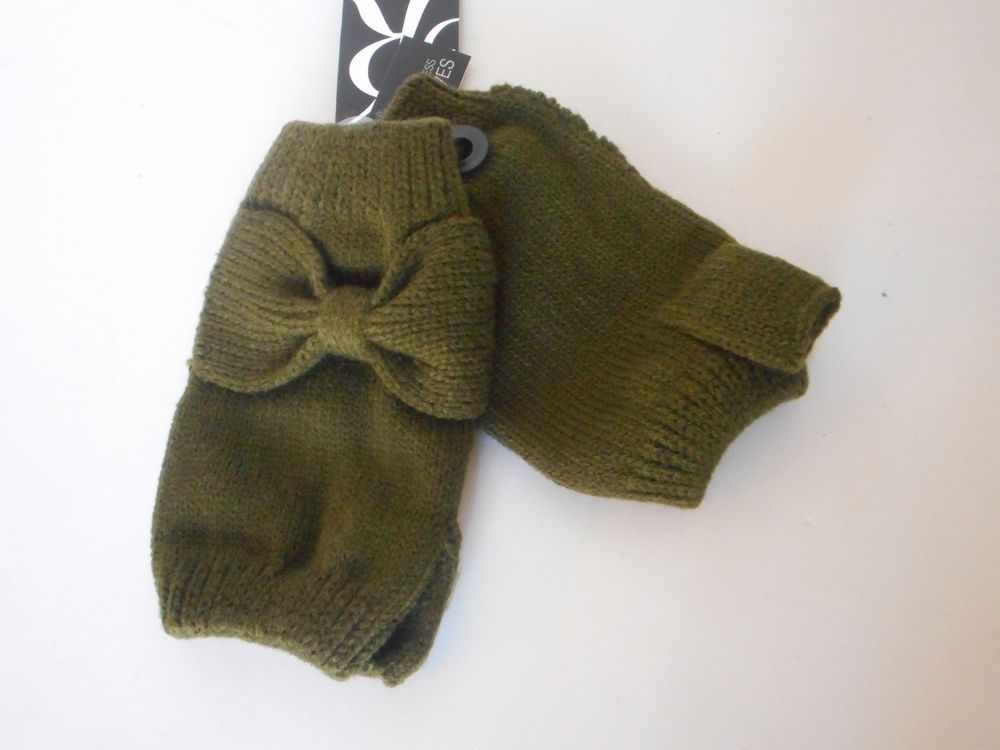 Rampage women green knit finger less gloves bow accent   $18.00 value #rampage #EverydayGloves