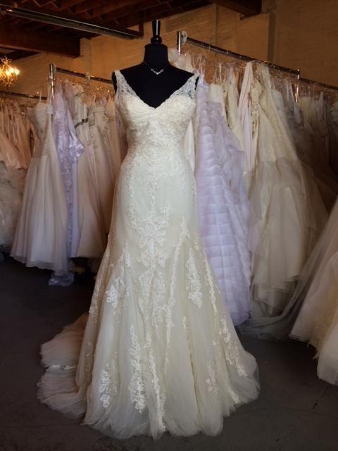 Pronovias Higuera 1 600 Size 12 Used Wedding Dresses Used Wedding Dresses Bridal Gowns Preowned Wedding Gowns