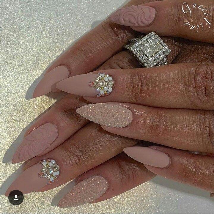 Pin van Hannah Hicks op nail designs | Nagels, Donkere