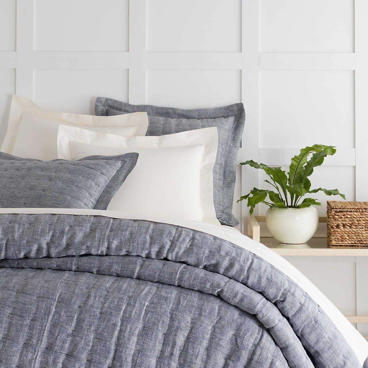 Brussels Indigo Quilt Pine Cone Hill Bed design, Quilt