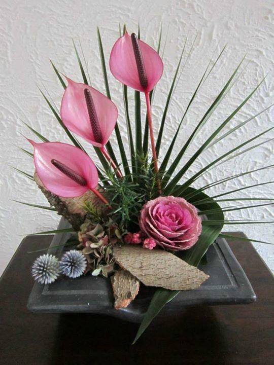 Sharp Pointy Palm With Waxy Like Anthurium Modern Flower Arrangements Tropical Flower Arrangements Flower Arrangements