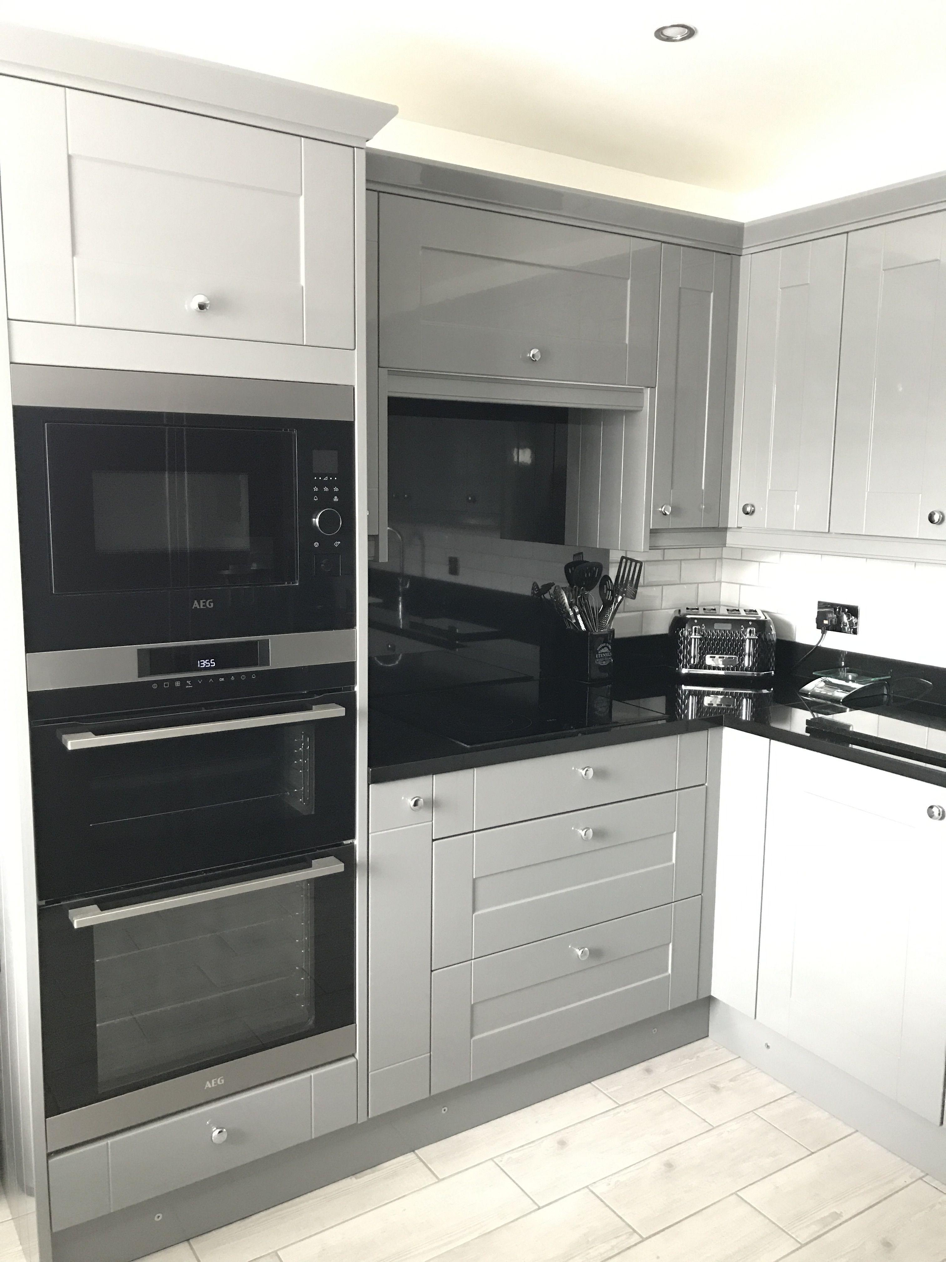 Best Wren Gullwing Grey Shaker Gloss Wren Kitchen Grey 400 x 300