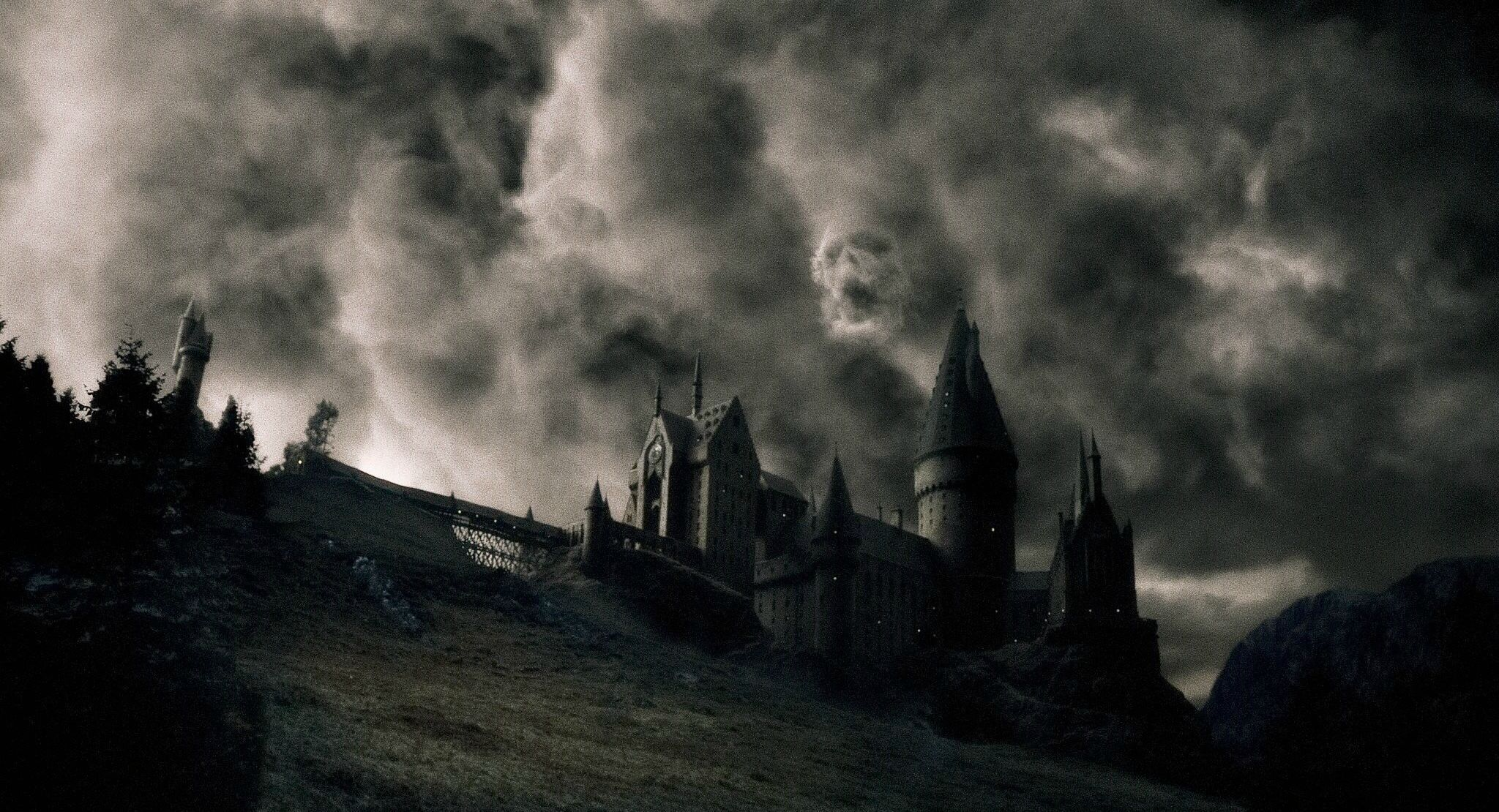 Harry Potter Hogwarts Wallpaper Desktop Background For Free Wallpaper Harry Potter Wallpaper Harry Potter Pictures Harry Potter Aesthetic