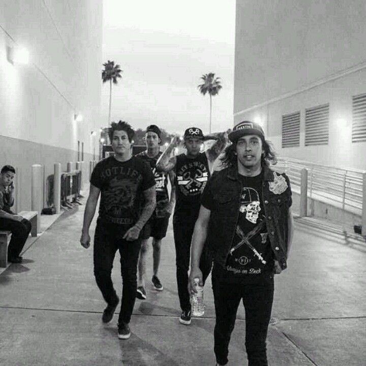 Pierce the veil. ♥