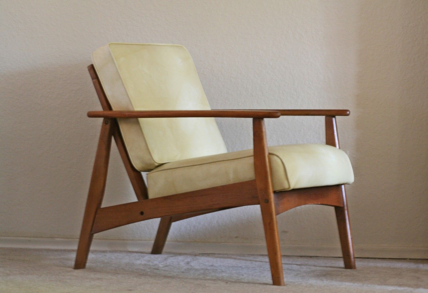 lounge chair  Mid century modern lounge chairs, Wooden lounge