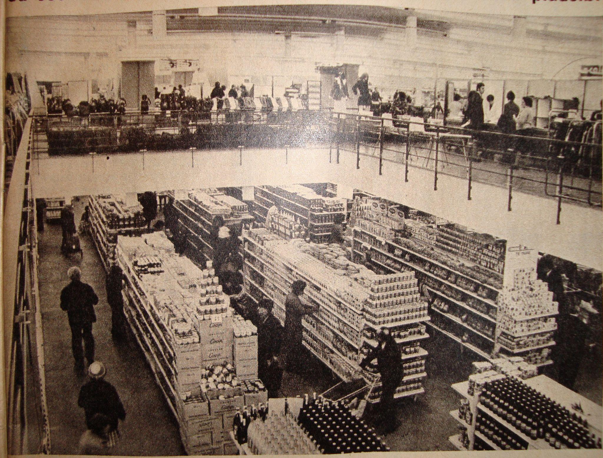 El Hogar Obrero Vista Desde Sector Ropa Al Supermercado En Barrio