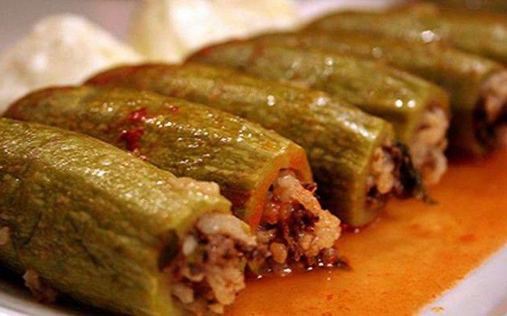 Κολοκύθια γεμιστά με κιμά και ρύζι - http://www.daily-news.gr/cuisine/kolokythia-gemista-kima-kai-ryzi/