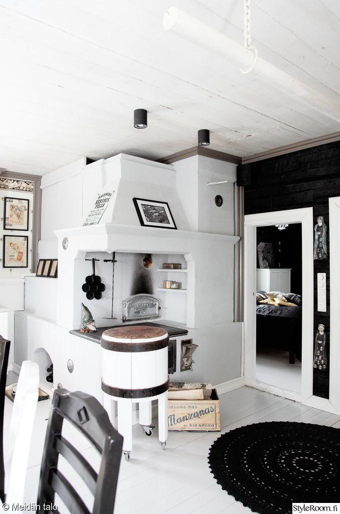 keittiö,keittiön sisustus,vanha leivinuuni,valkoinen,musta,lihatukki  Puuhel