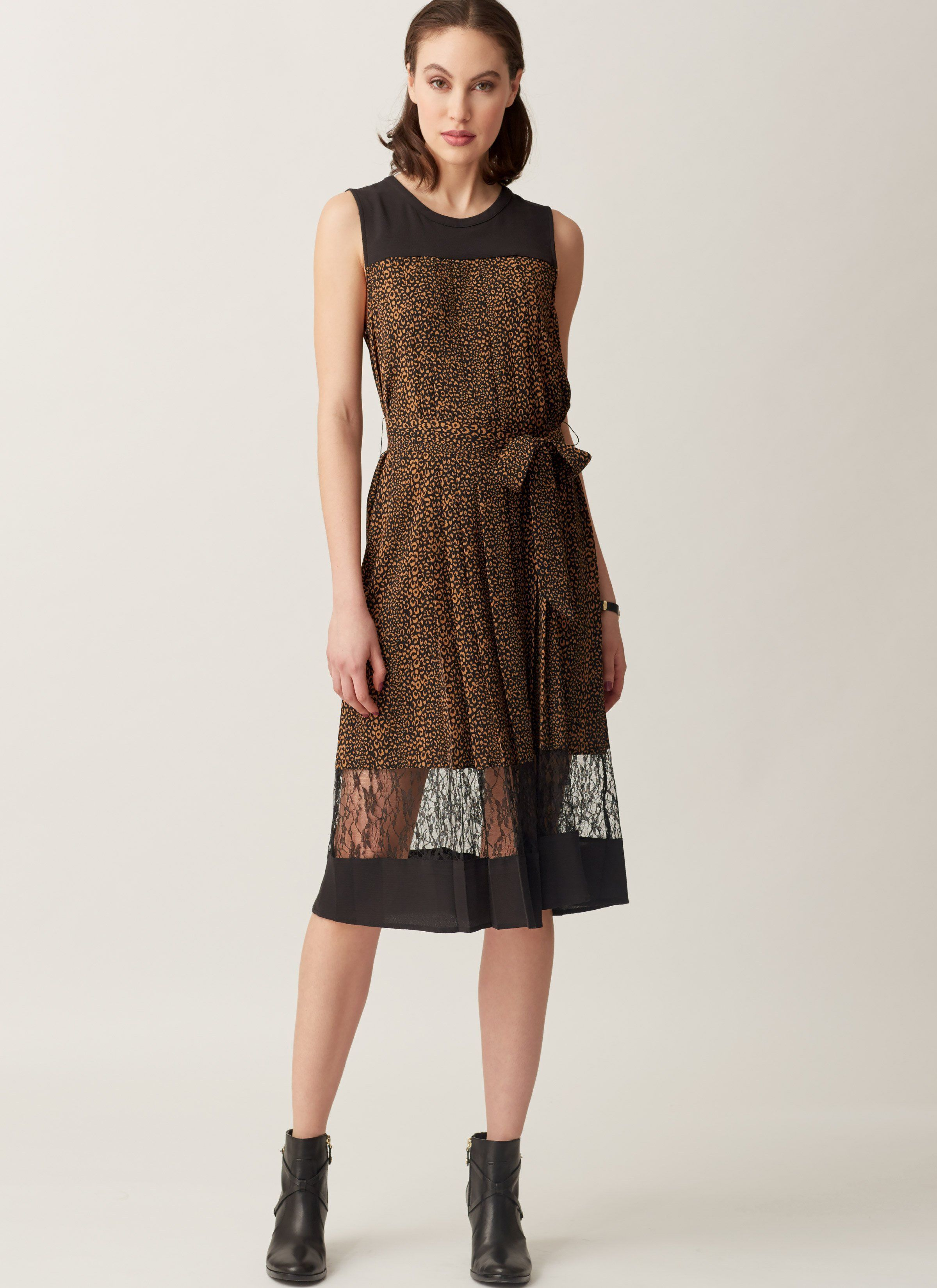 V1554 pleated sleeveless dress isaac mizrahi jaycotts v1554 pleated sleeveless dress isaac mizrahi jaycotts sewing jeuxipadfo Choice Image