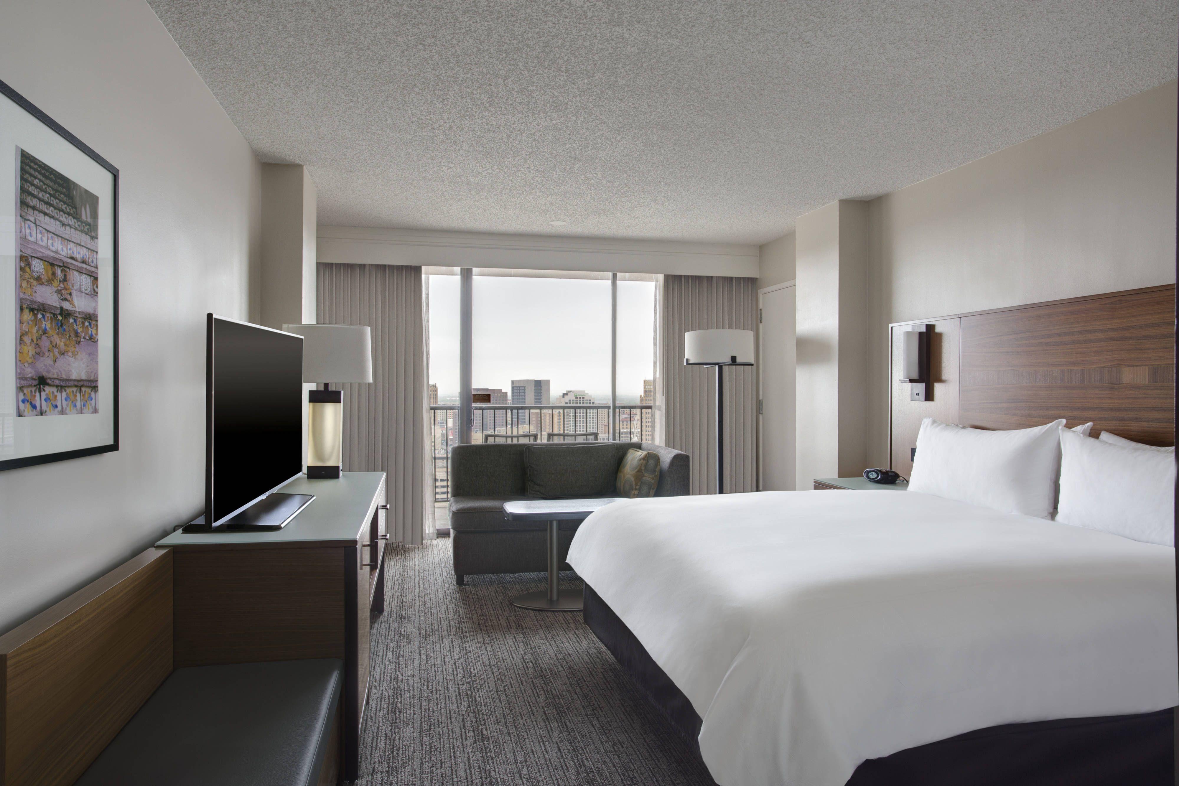 San Antonio Marriott Riverwalk King Guest Room Water View Enjoying Holidays Guest Marriott Hotels Hotel Architecture Hotel Reservations