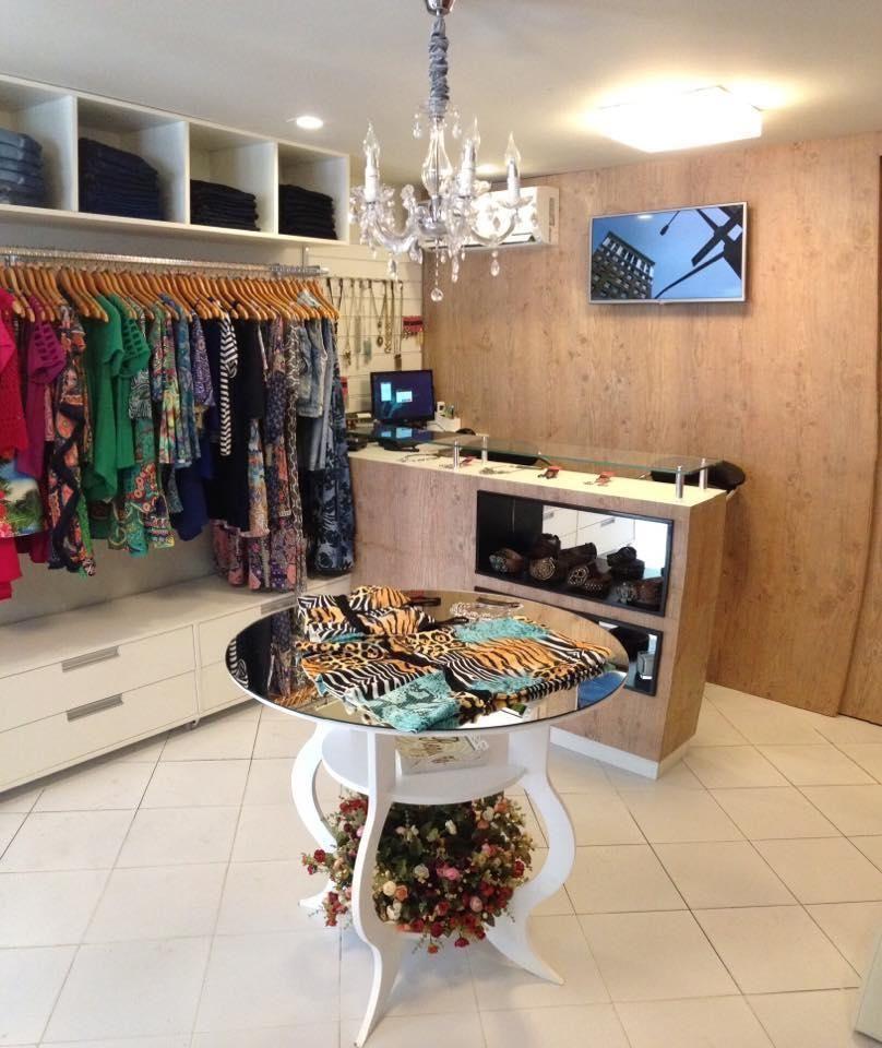Loja Feminina Pult em 2019 Boutique decor, Fashion shop interior e Store interiors -> Decoracao Para Loja Feminina Pequena