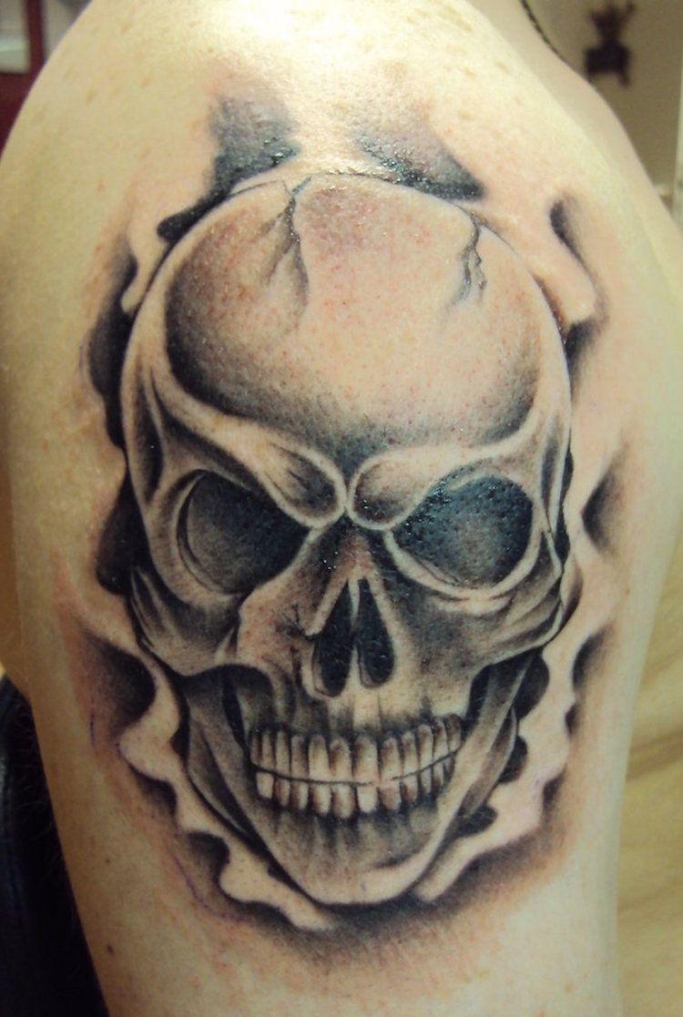 Tatouage Tete De Mort 40 Idees Memento Mori Tatouage En Styles Varies Tatouage De Crane Tatouage De Motard Tatouages Tete De Mort