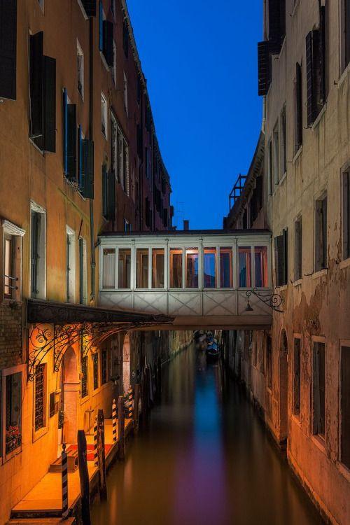 Venice, Italyphoto via nubuo