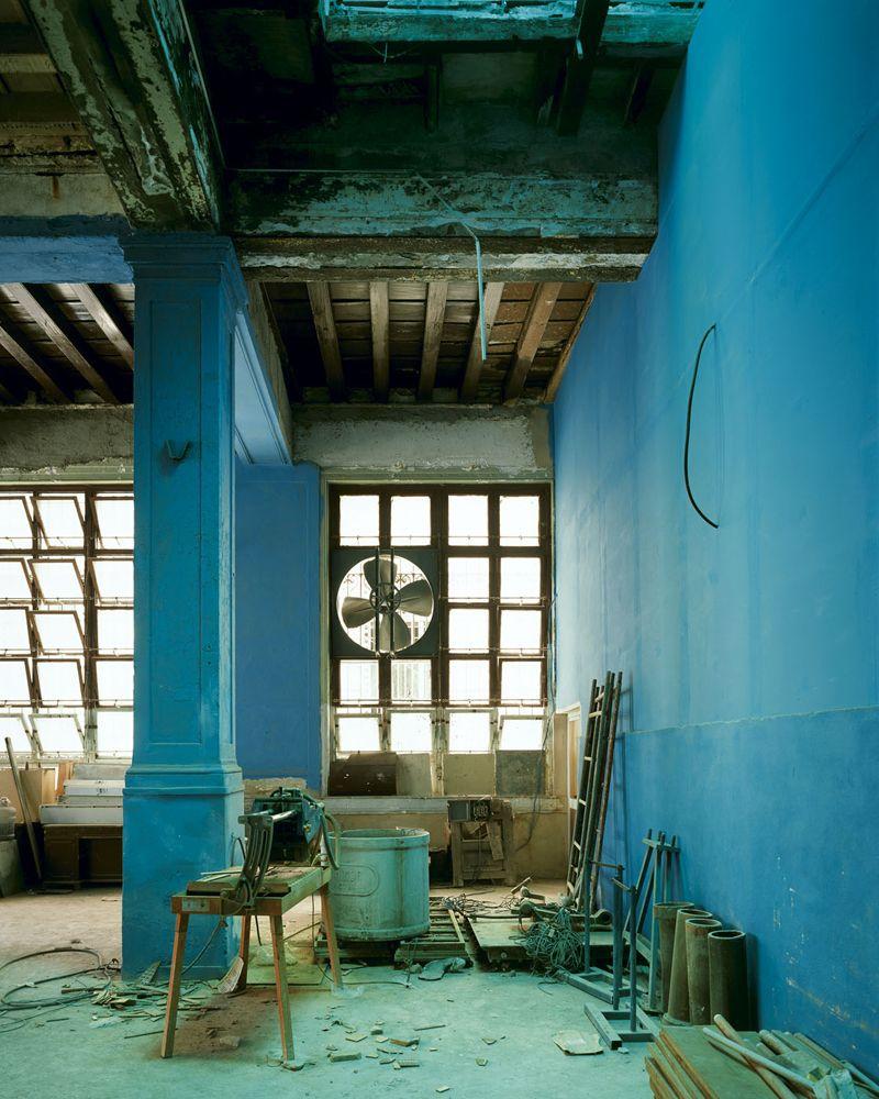 Stan Douglas » Bank Cafeteria, Habana Vieja 2004 David Zwirner