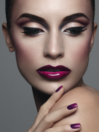 Purple lips - Glossy #makeup Love the color combination, and lips are so sexy
