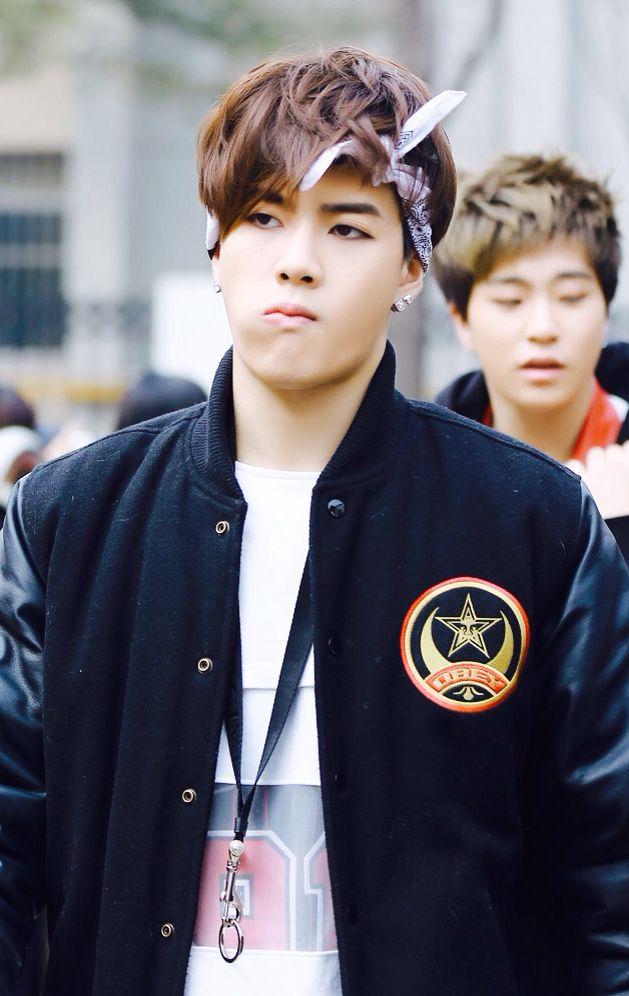 Why does he have a ring in his lanyard? - Jackson {GOT7}