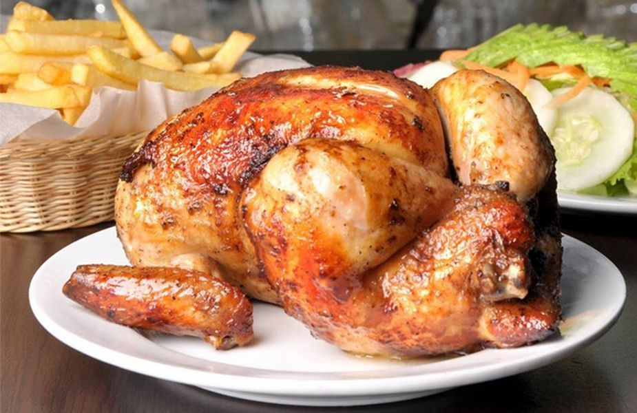 Pollo A La Brasa En La Parrilla Asado Al Carbón Receta Pollo A La Brasa Platos De Pollo Pollo