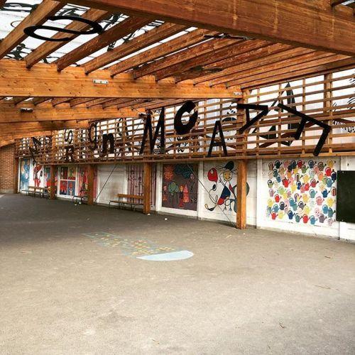 Graffitis dans la cours de lécole #graffiti #graffitiart...