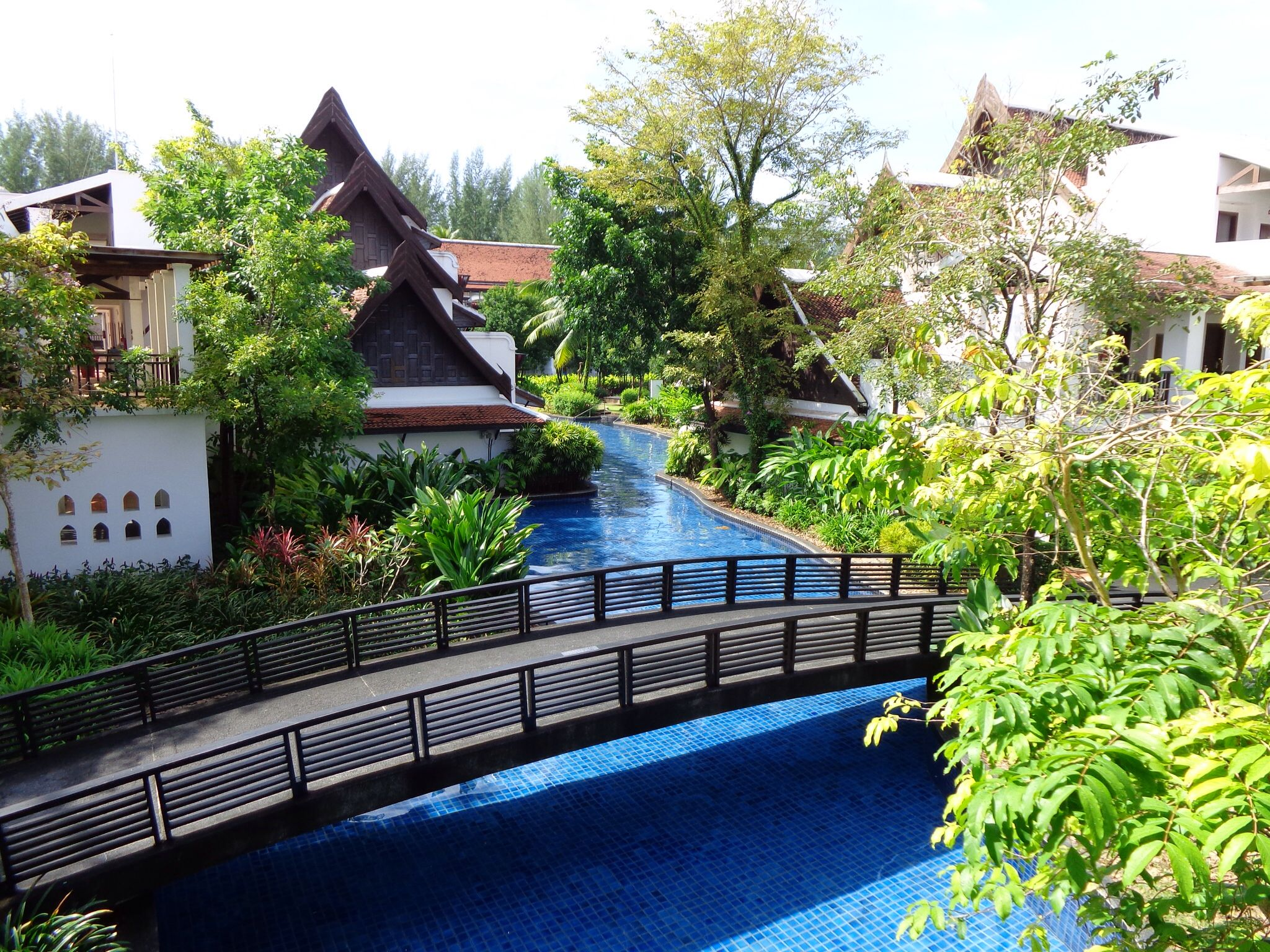 Lovely hotel with great pool 3 km long around the resort don\'t ...