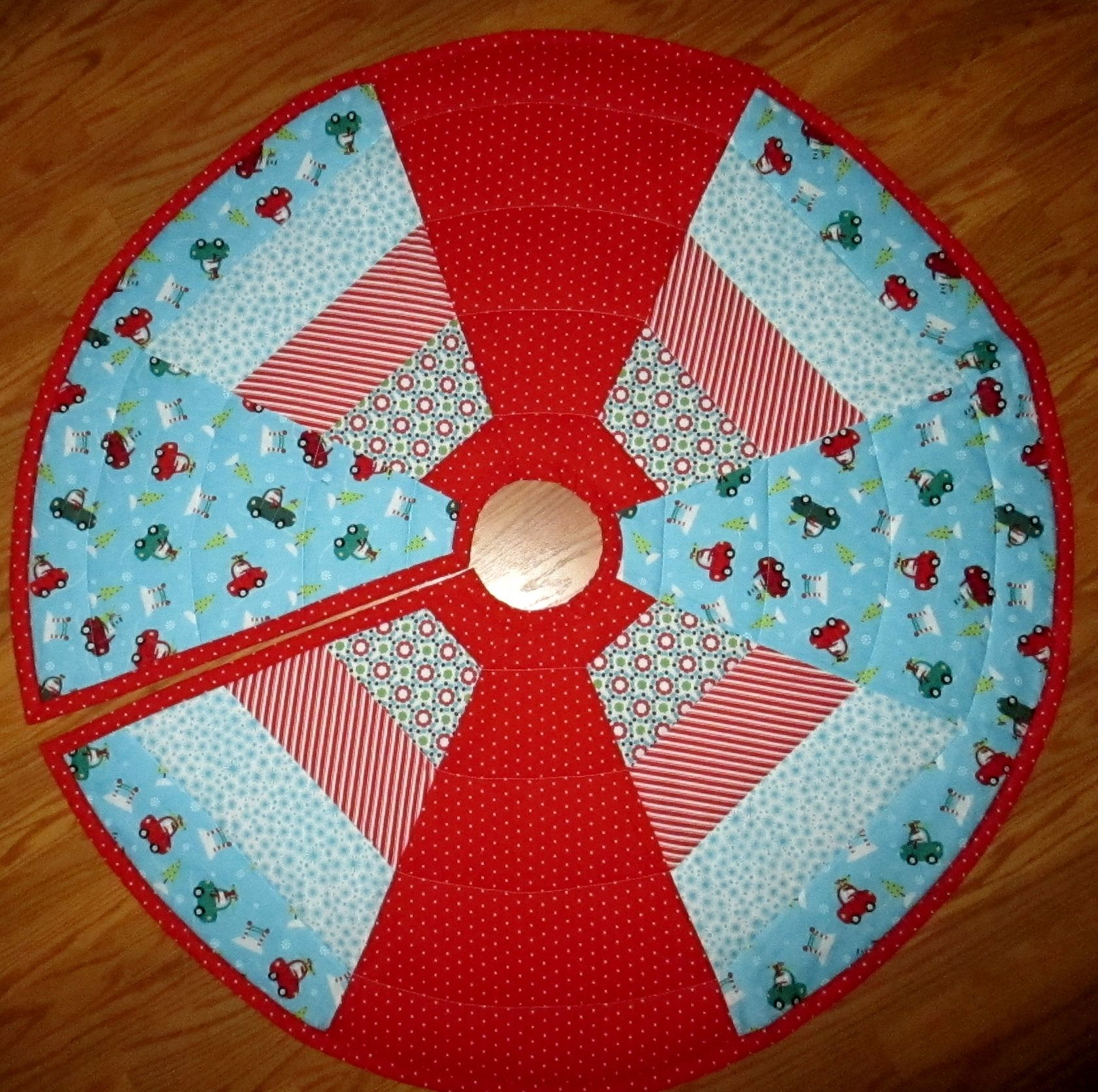 "Aqua Christmas Tree Skirt: Quilted Christmas Tree Skirt 43"" Circle Snowman In Cars"
