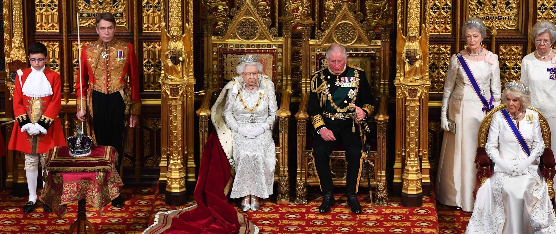 Pourquoi Elizabeth II a refusé de porter la couronne