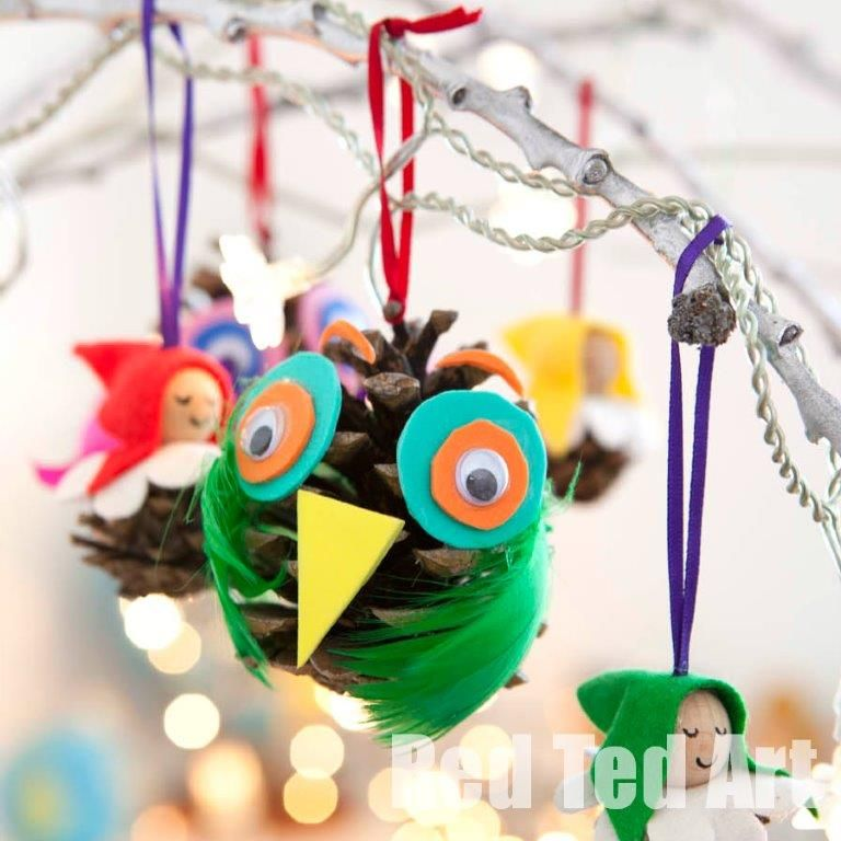 We love Owl Crafts and we love Pine Cone crafts.... bring the two together and voila: adorable Pine Cone Owls!