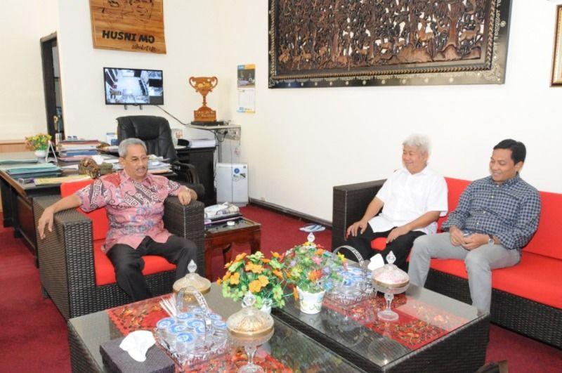Tim Dewan Kelautan Indonesia (DEKIN) Kamis (25/8/2016) menemui Bupati Sumbawa H…