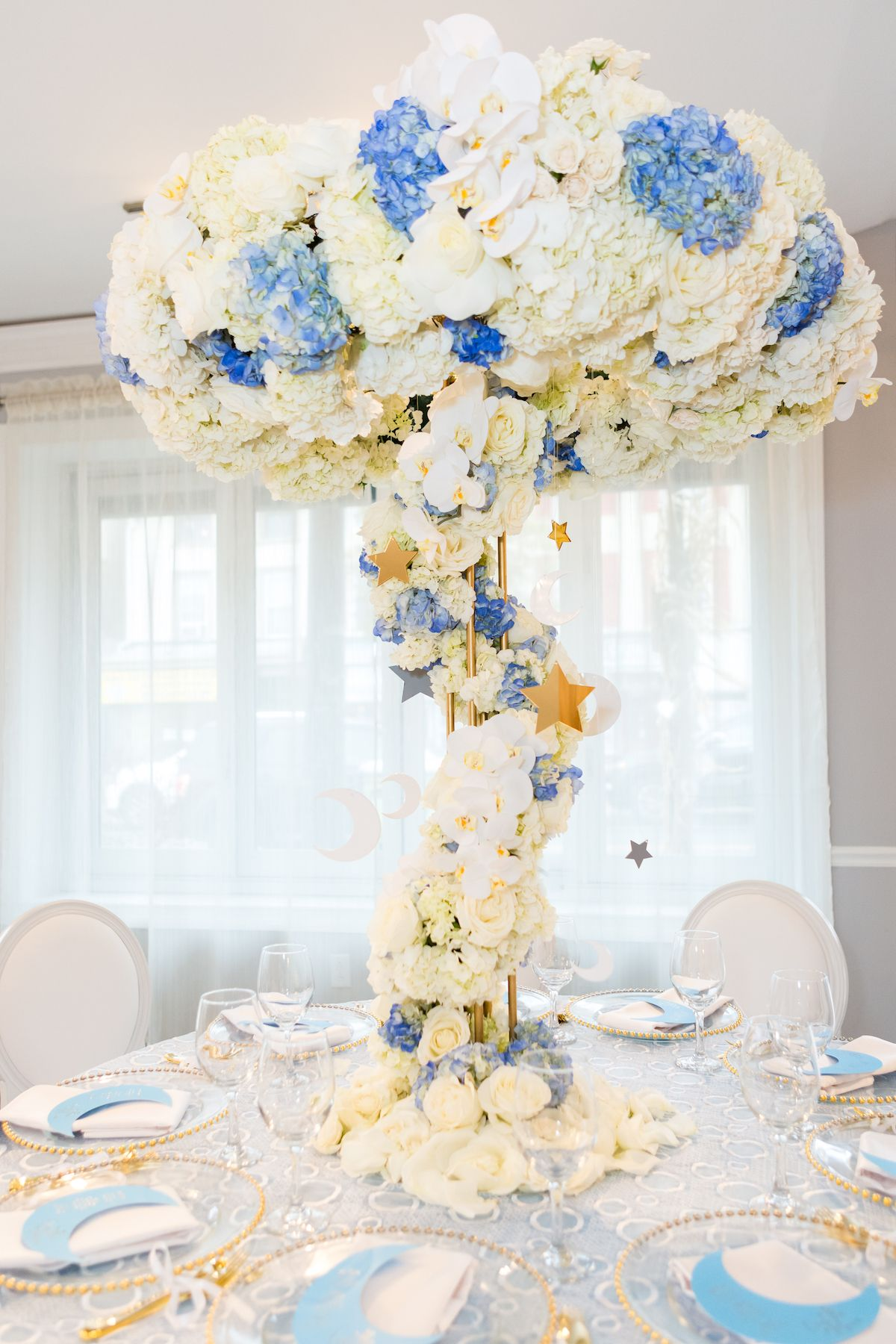 b92c10df4e0 Tall white and blue party centerpiece