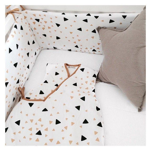 les petites deco commencent arriver tour de lit et turbulette nobodinoz coussin etoile. Black Bedroom Furniture Sets. Home Design Ideas