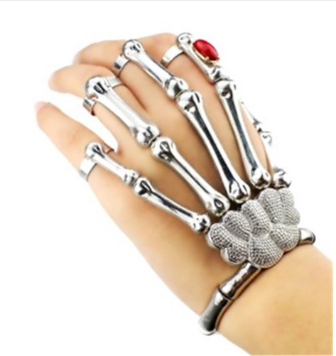 Skella Rouge: This bracelet is sure to captivate the ...