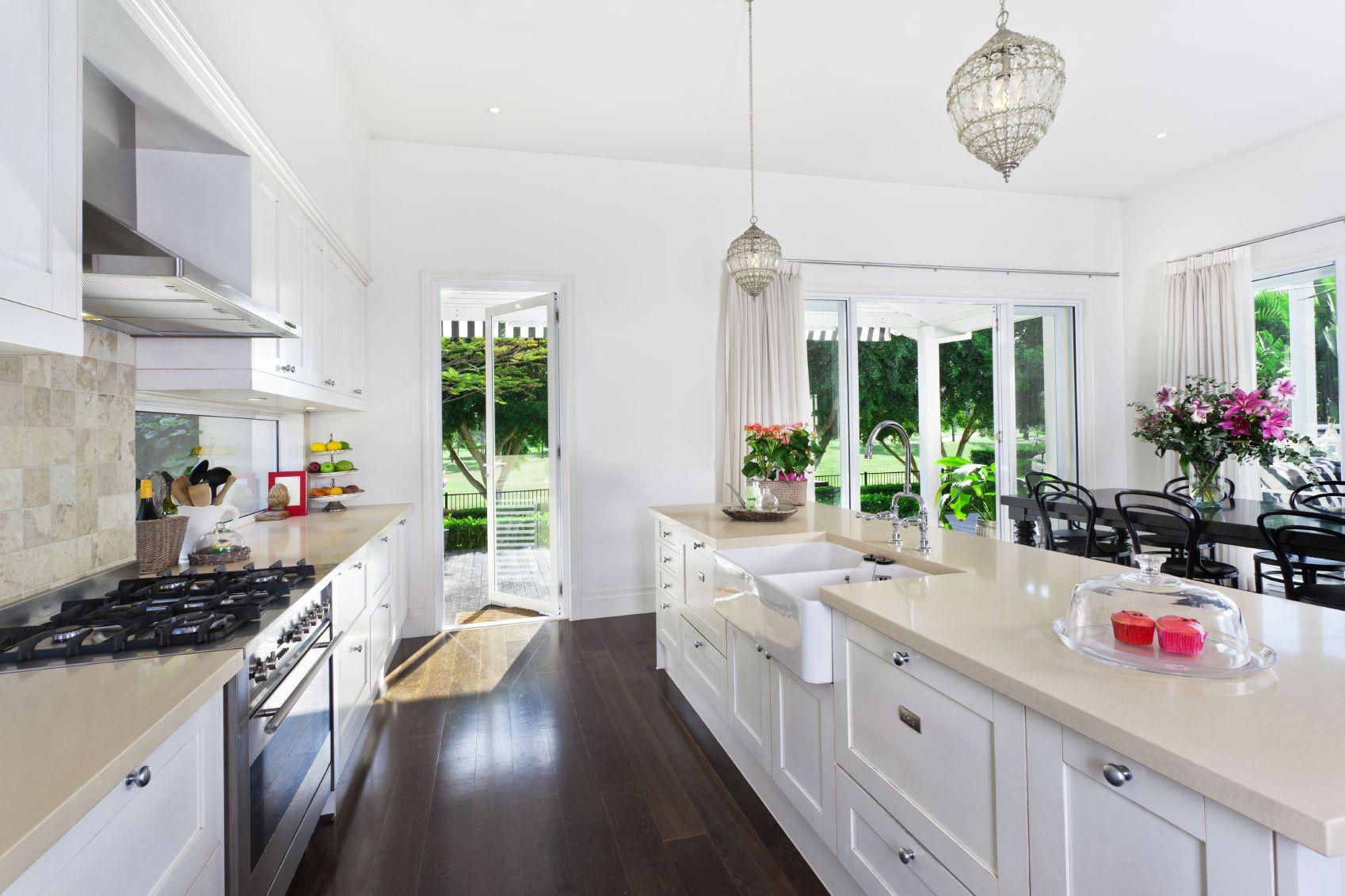 22 Luxury Galley Kitchen Design Ideas (Pictures)   Inseln, Pantry ...   {Pantryküche design 78}