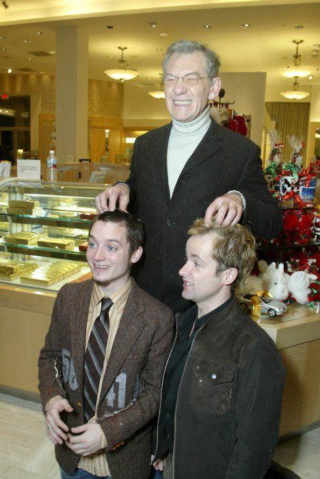 Elijah Wood Ian Mckellen And Billy Boyd Ian Mckellen Sir Ian Mckellen The Hobbit