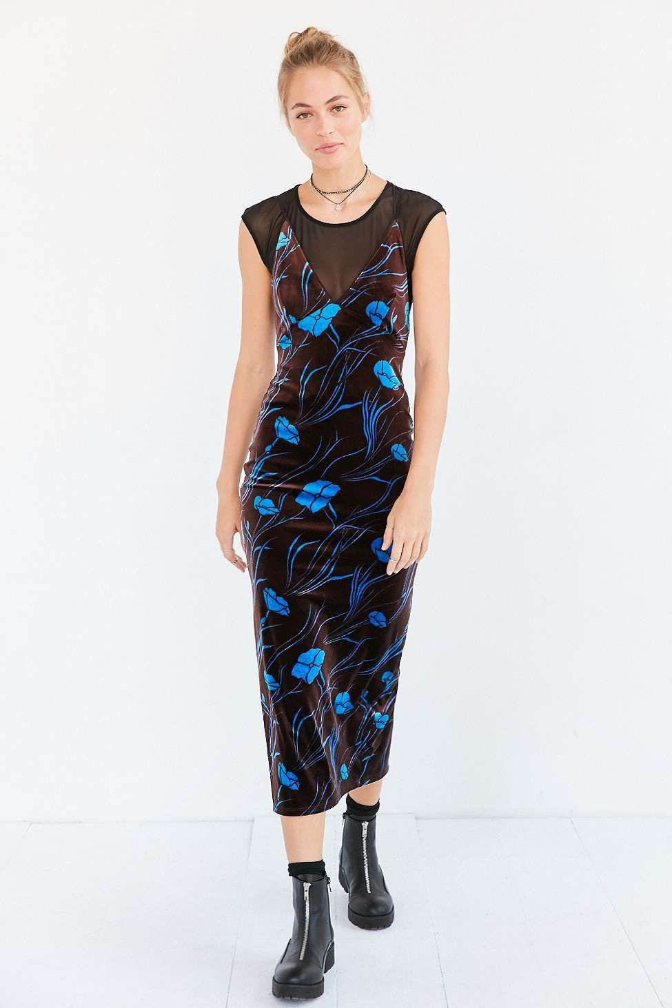 Ecote Bellatrix Floral Blue Velvet Bodycon Midi Dress - Urban Outfitters