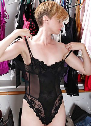 Know, that girl playing dress up lingerie right!