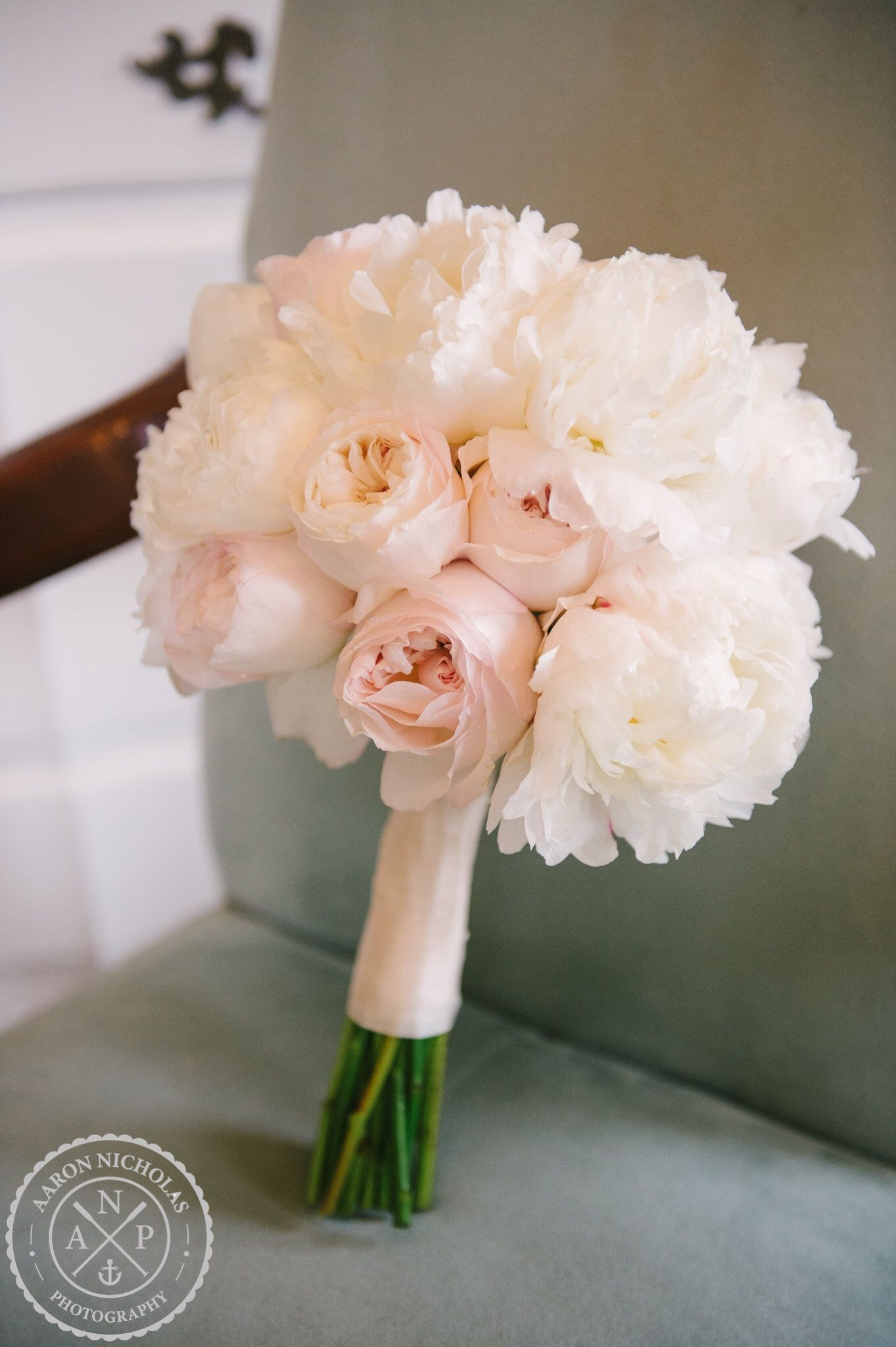 megan and kinon legare waring house charleston sc ok florist white ranunculuswhite peonieswhite hydrangeasgarden rose bouquetgarden rosespink