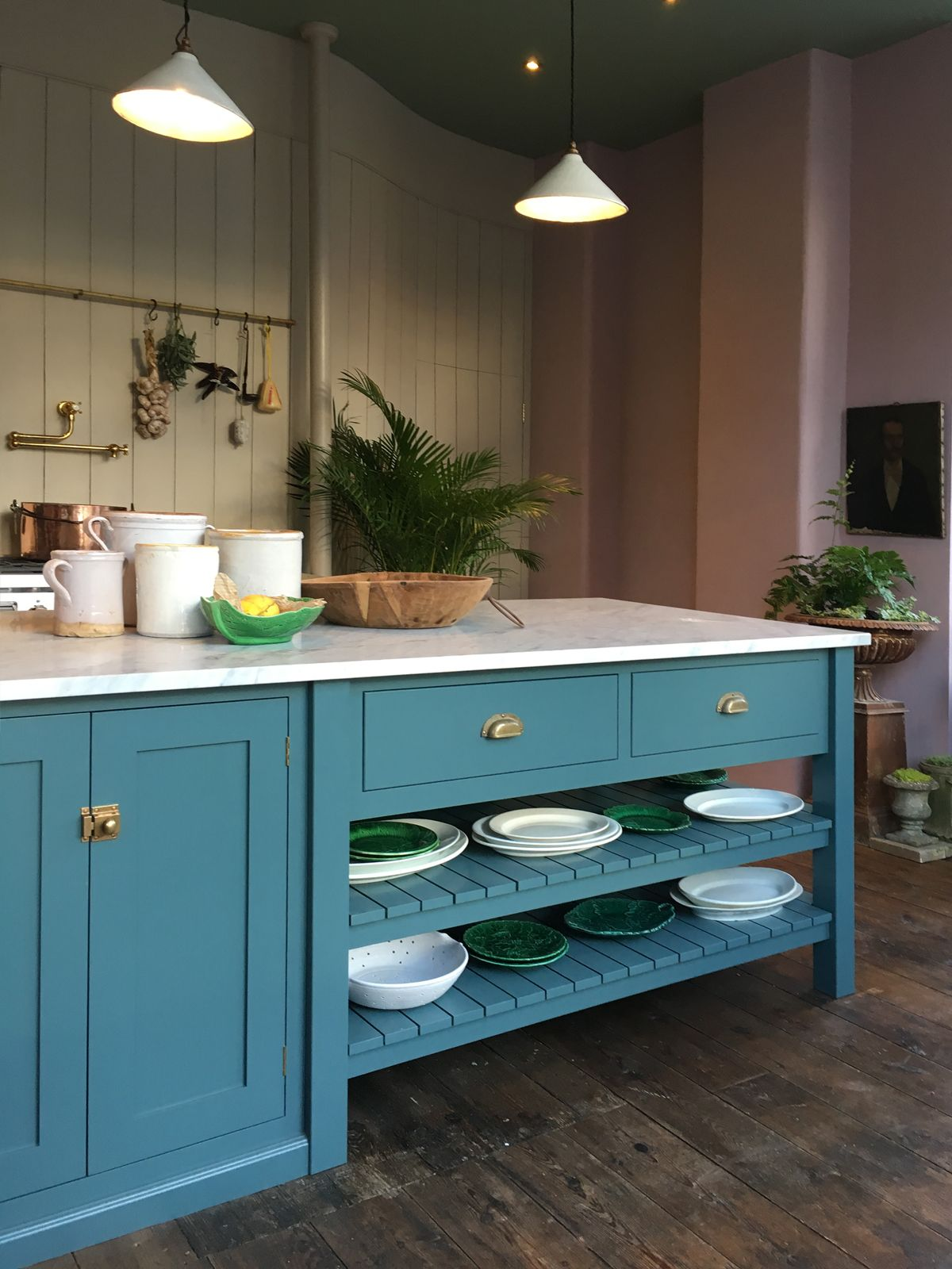 Kitchen Cupboard Painters Leicestershire It S Time To Get Dressed And Open The Doors Home Devol