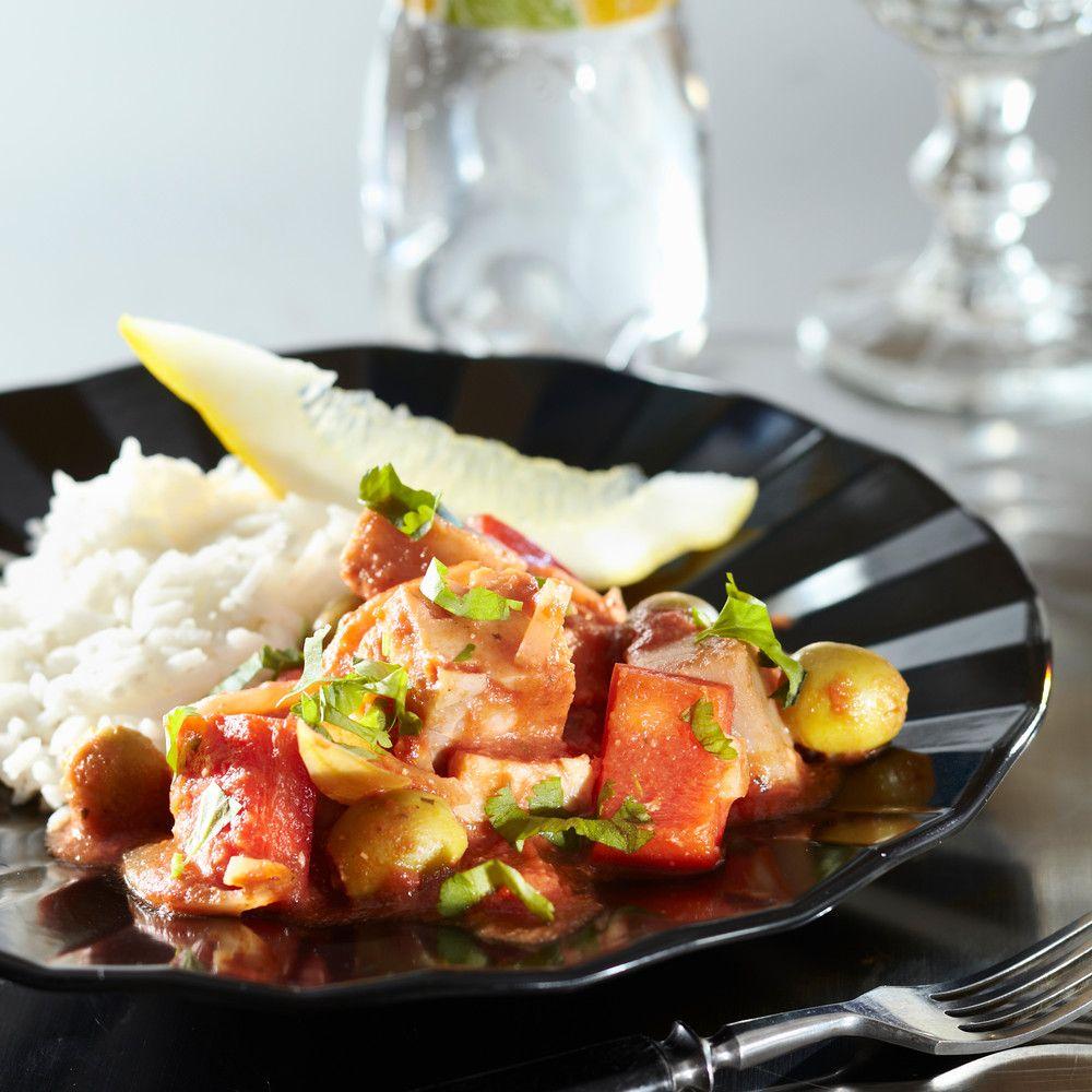 Portugalilainen kalapata on nopea ja maukas arkiruoka. Turskakuutiot kypsyvät tomaattikastikkeessa meheviksi ja tulisuuden voit säätä makusi mukaan. Resepti vain noin 1,30 €/annos.