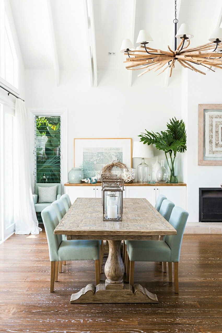 Pretty beachy natural dining room with modern coastal vibe