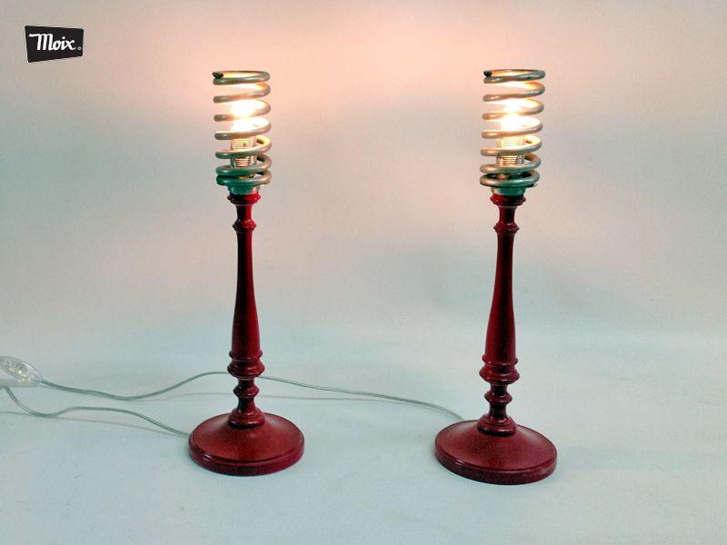 """lámpara """"cassic"""" de moix - lámpara de mesa en madera de haya teñido, muelle de automoción en acero, iluminación. 30 €."""