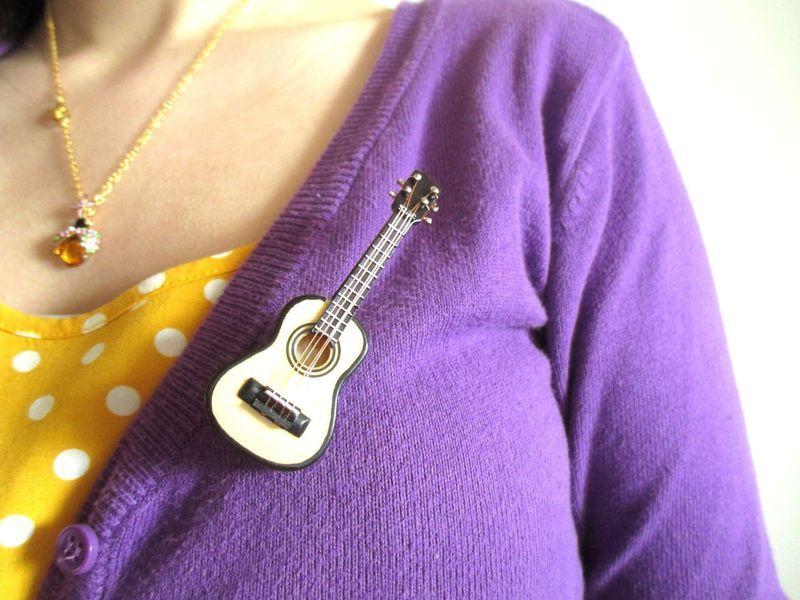 Broschen - Die Gitarre. - ein Designerstück von DejaVu- bei DaWanda