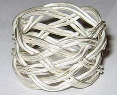 Amanda's Jewellery: Turk's Head Knot Ring. I wanna see if I can make this right now!